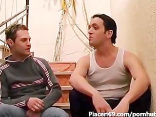 pompino gay tra le scale  sveltina italiana