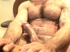 webcam - shaggy muscle european daddy jacking off